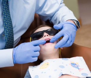 Teeth checkup of child age 3-5