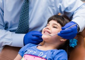 Teeth checkup of child age 6-12