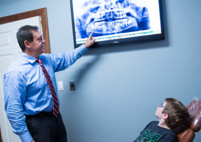 Dr Gordon showing x-ray to patient age 7-12